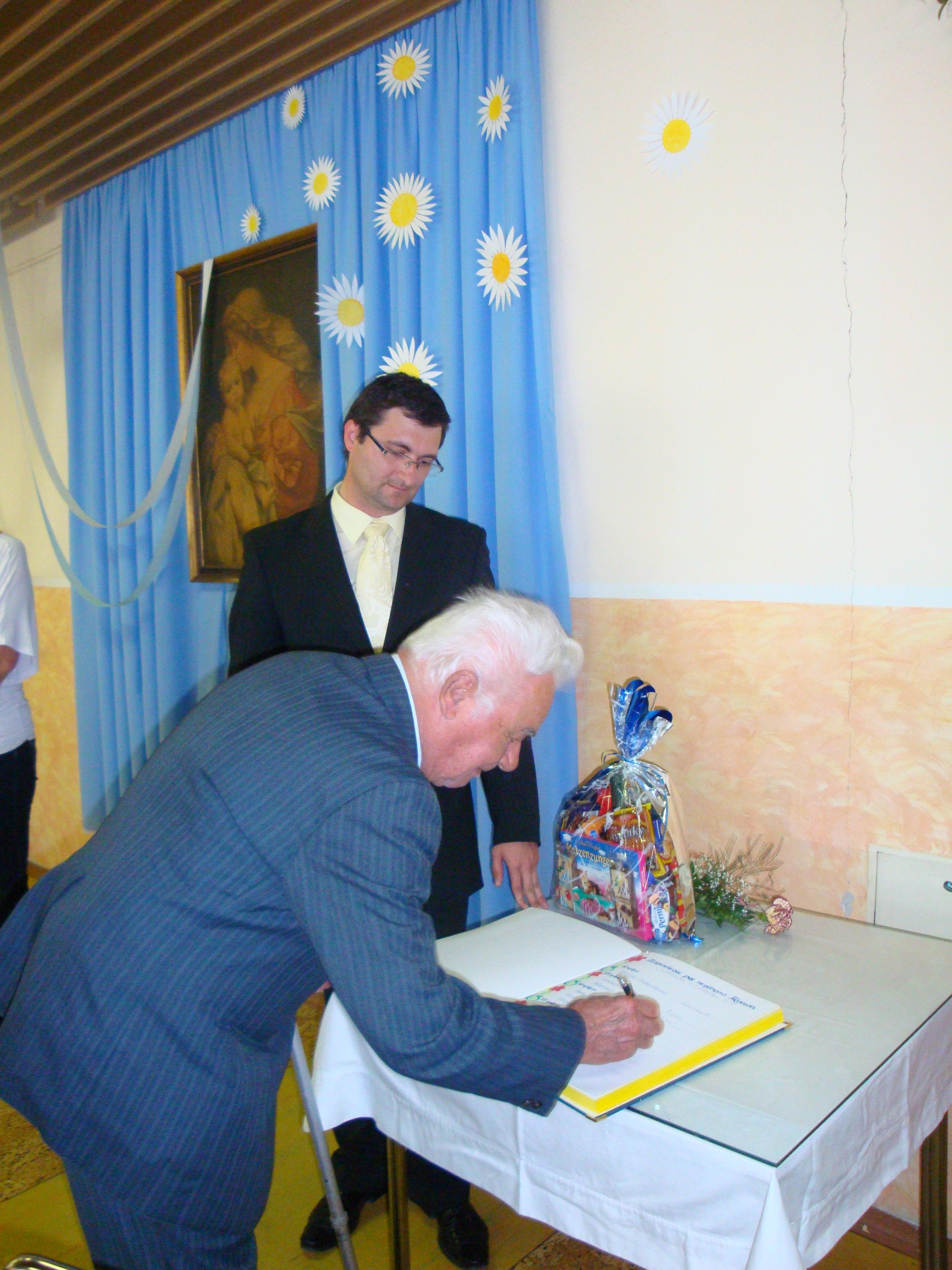 Gratulácia jubilantom - zástupcovia mesta Trnava 2011